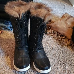 Shoes - Womens Fur lined snow boots